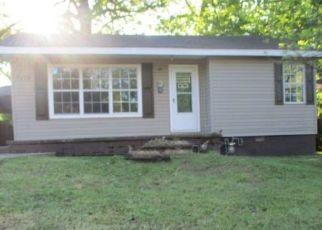 Casa en ejecución hipotecaria in Poplar Bluff, MO, 63901,  FAIRMOUNT ST ID: P1702673