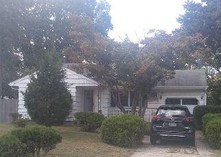 Casa en ejecución hipotecaria in Selden, NY, 11784,  RULAND RD ID: P1705372