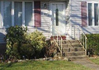 Casa en ejecución hipotecaria in Lindenhurst, NY, 11757,  BUENA VISTA BLVD ID: P1705404