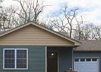 Casa en ejecución hipotecaria in Yaphank, NY, 11980,  YAPHANK MIDDLE ISLAND RD ID: P1715119