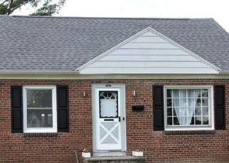 Casa en ejecución hipotecaria in Liverpool, NY, 13088,  RUSSELL AVE ID: P1716379