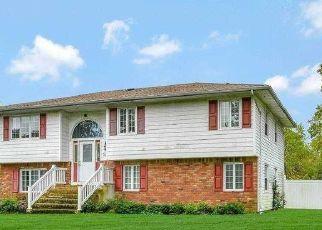 Casa en ejecución hipotecaria in Central Islip, NY, 11722,  MESSINA ST ID: P1721212