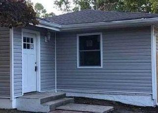Casa en ejecución hipotecaria in Mastic, NY, 11950,  WOOD AVE ID: P1721213