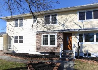 Casa en ejecución hipotecaria in West Babylon, NY, 11704,  9TH ST ID: P1728304