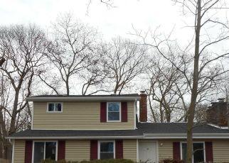 Casa en ejecución hipotecaria in Mastic Beach, NY, 11951,  HUGUENOT DR ID: P1730952