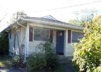 Casa en ejecución hipotecaria in Mastic, NY, 11950,  ELEANOR AVE ID: P1730979