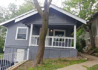 Casa en ejecución hipotecaria in Kansas City, MO, 64130,  CHESTNUT AVE ID: P1733875