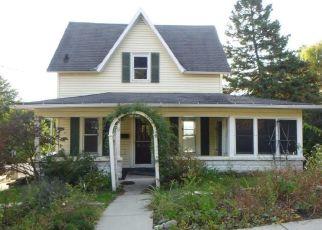 Casa en ejecución hipotecaria in Waukesha, WI, 53188,  4TH ST ID: P1738037