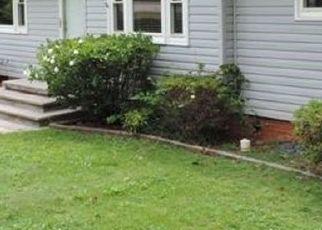 Casa en ejecución hipotecaria in Seneca, SC, 29678,  S DEPOT ST ID: P1738952