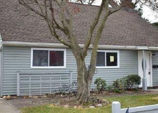 Casa en ejecución hipotecaria in Copiague, NY, 11726,  HOLLYWOOD AVE ID: P1739412