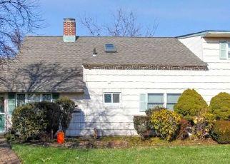 Casa en ejecución hipotecaria in Levittown, NY, 11756,  FLAMINGO RD ID: P1744495