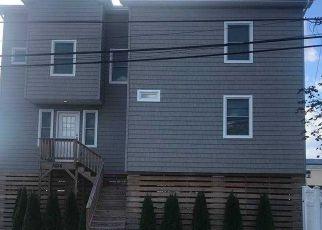 Casa en ejecución hipotecaria in Seaford, NY, 11783,  PECONIC AVE ID: P1749474