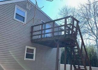 Casa en ejecución hipotecaria in West Islip, NY, 11795,  THAYER PL ID: P1752358