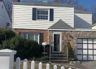 Casa en ejecución hipotecaria in Oakland Gardens, NY, 11364,  KINGSBURY AVE ID: P1756269