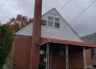 Casa en ejecución hipotecaria in Oakland Gardens, NY, 11364,  203RD ST ID: P1764964