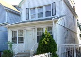 Casa en ejecución hipotecaria in Cambria Heights, NY, 11411,  118TH AVE ID: P1767962