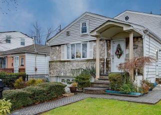 Casa en ejecución hipotecaria in Oakland Gardens, NY, 11364,  232ND ST ID: P1772475