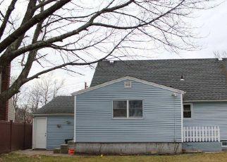 Casa en ejecución hipotecaria in Seaford, NY, 11783,  FLOWERDALE DR ID: P1772514