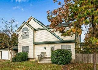 Casa en ejecución hipotecaria in West Babylon, NY, 11704,  7TH ST ID: P1774271