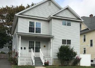 Casa en ejecución hipotecaria in Bridgeport, CT, 06605,  MIDLAND ST ID: P1785891