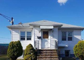 Casa en ejecución hipotecaria in Deer Park, NY, 11729,  SCHWARTZ PL ID: P1787396