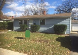 Casa en ejecución hipotecaria in Carpentersville, IL, 60110,  MONROE AVE ID: P1788058
