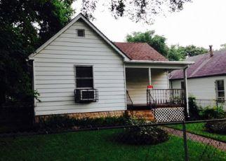 Casa en ejecución hipotecaria in Springfield, IL, 62703,  E PINE ST ID: P1799645