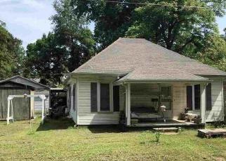 Casa en ejecución hipotecaria in Poplar Bluff, MO, 63901,  HICKORY ST ID: P1800644