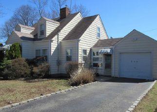 Casa en ejecución hipotecaria in Carle Place, NY, 11514,  MALLARD RD ID: P1814445