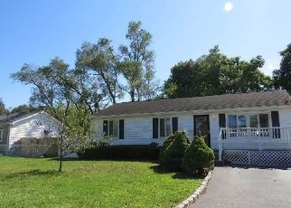 Casa en ejecución hipotecaria in Central Islip, NY, 11722,  E SYCAMORE ST ID: P1815945