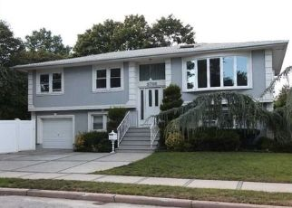 Casa en ejecución hipotecaria in East Meadow, NY, 11554,  OXFORD PL ID: P1828483