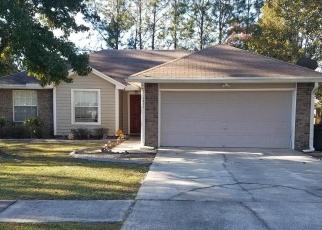 Foreclosed Home en SPRINGTREE RD, Jacksonville, FL - 32210