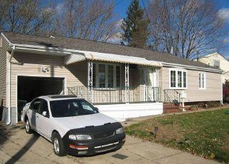 Casa en ejecución hipotecaria in Brentwood, NY, 11717,  PERRY ST ID: P696900