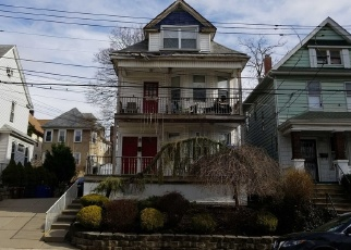 Foreclosed Home en TREADWELL AVE, Staten Island, NY - 10302