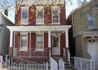 Foreclosed Home en RHINELANDER AVE, Bronx, NY - 10462