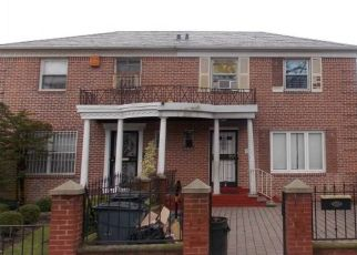 Foreclosed Home en 110TH ST, Forest Hills, NY - 11375