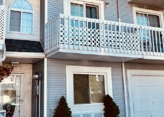 Foreclosed Home en COUNTRY DR N, Staten Island, NY - 10314