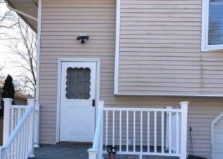 Foreclosed Home en FIR GROVE RD, Ronkonkoma, NY - 11779