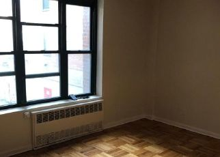 Foreclosed Home en RHINELANDER AVE, Bronx, NY - 10461