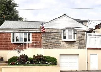 Foreclosed Home en HART AVE, Yonkers, NY - 10704