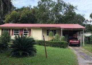 Foreclosed Home en MERWYN RD, Jacksonville, FL - 32207