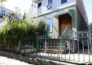 Foreclosed Home en GROVE ST, Ridgewood, NY - 11385