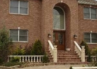 Foreclosed Home en HENDRICKS AVE, Bellmore, NY - 11710
