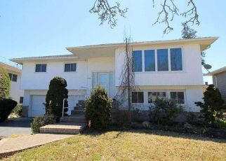Foreclosed Home en APRIL LN, Bellmore, NY - 11710