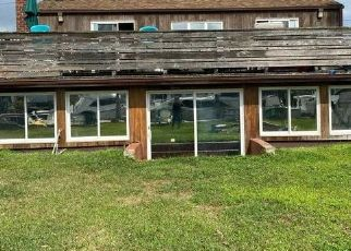 Foreclosed Home en SECATOGUE LN E, West Islip, NY - 11795