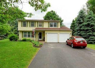 Foreclosed Home en ENDORA DR, Baldwinsville, NY - 13027