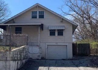 Foreclosed Home en S MCELROY AVE, Independence, MO - 64053
