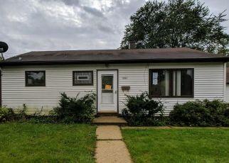 Foreclosed Home en W VERONA CT, Milwaukee, WI - 53219