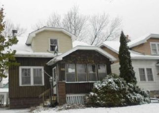 Foreclosed Home en S 74TH ST, Milwaukee, WI - 53219