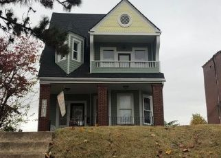 Foreclosed Home en VIRGINIA AVE, Saint Louis, MO - 63111
